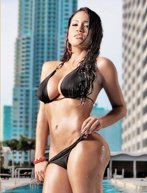 Busty Rosa Acosta sexy bikini photo 3