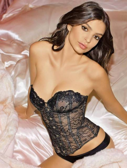 Emily Ratajkowski hot in Yamamay lingerie Christmas Collection photo 1