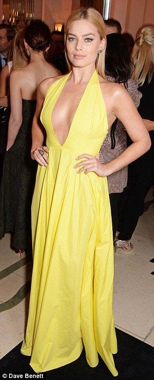 beautiful actress Margot Robbie hot yellow dress
