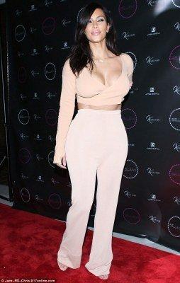 Kim Kardashian in hot outfit Buzz photo 1