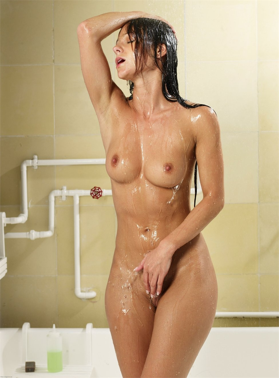 nude-body-shower-very-hard-orgasms-on-men