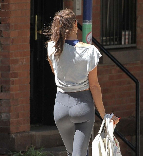 hot supermodel Irina shayk leggins photo 1