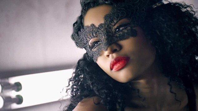 Nicki Minaj hot lips in music video