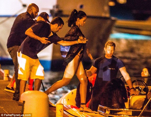 rihanna goe to party in yacht