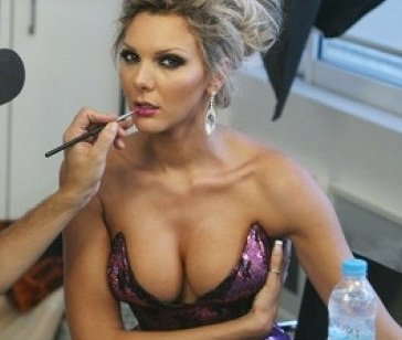 amazing celebrity cleavage