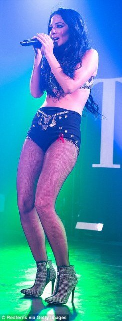 Tulisa Contostavlos tiny hotpants on stage photo 6