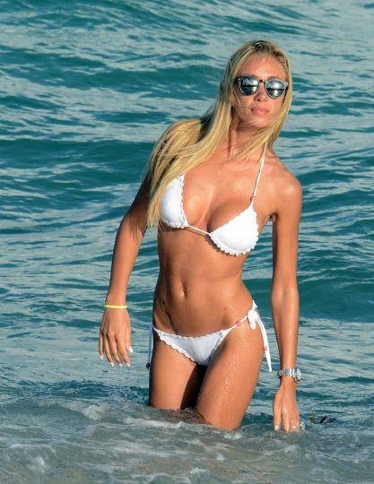 Laura Cremaschi whit bikini on Miami Beach photo 1