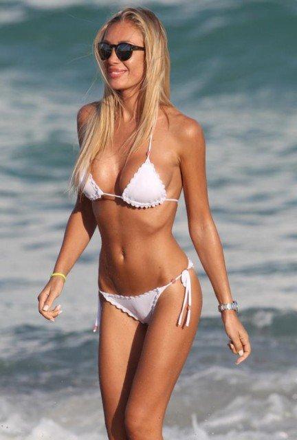 Laura Cremaschi whit bikini on Miami Beach photo 9