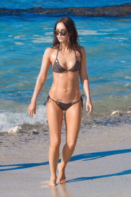 Megan Fox tiny bikini in Hawaii pic 4
