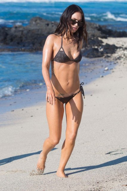 Megan Fox tiny bikini in Hawaii pic 7