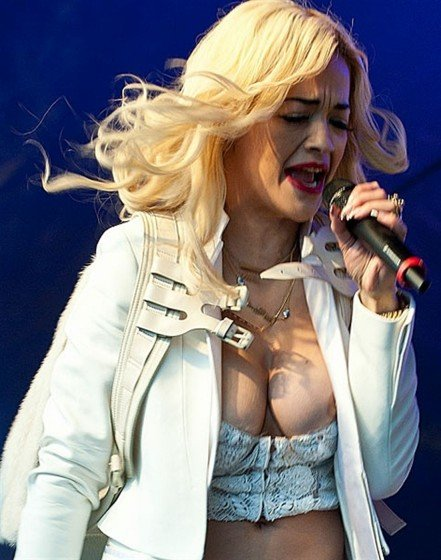 British singer Rita Ora nip slipon stage photo 5