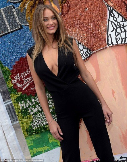 Hannah-Davis cleavage in sexy black dress