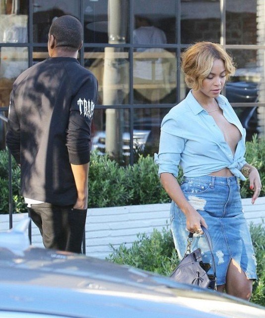 Beyonce Braless in public