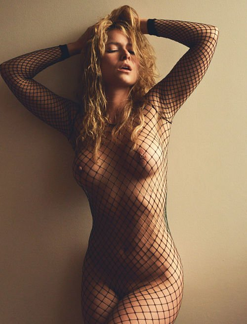 sexy-fishnet-reveals boobs-photo 10