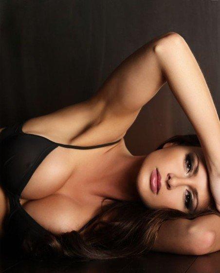 hot boobs in bra of April Rose
