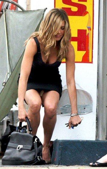 Jennifer Aniston upskirt photo