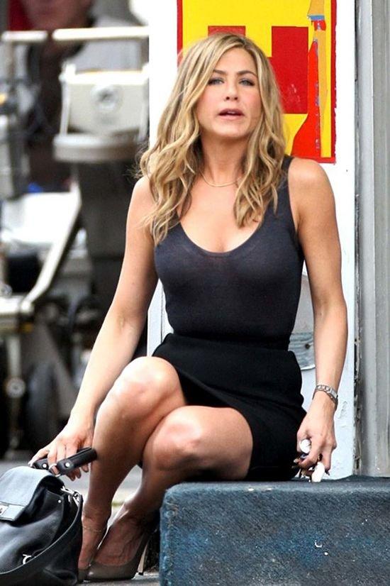 Crappy Jennifer Aniston Upskirt Shot Peeperz