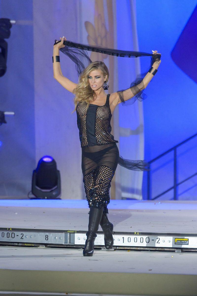 Carmen Electra sexy see-through black dress ⋆ Pandesia World