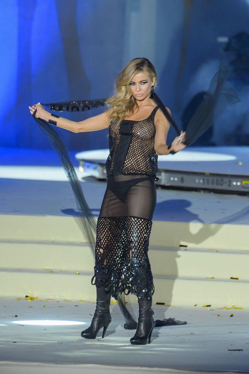 Paparazzi photos of Carmen Electra See Through on stage ⋆