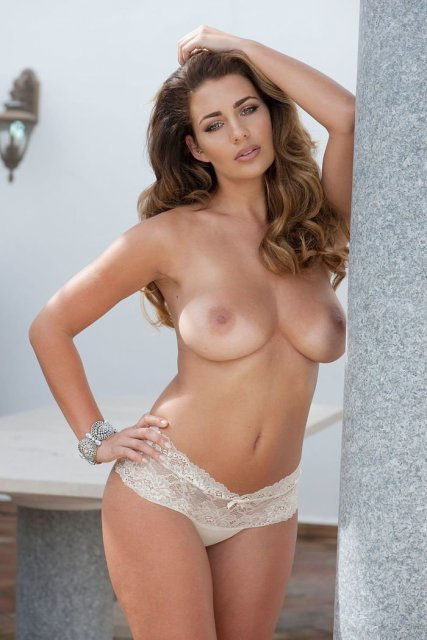 hOLLY pEERS TOPLESS BUSTY BABE