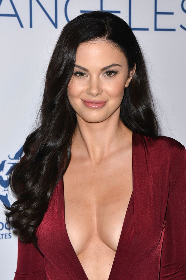 Jayde-Nicole hot cleavage