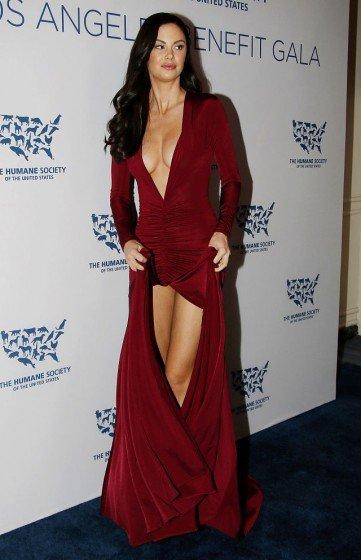 Jayde Nicole legs in sexy in a gala