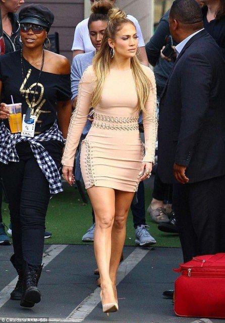 Jennifer Lopez in tight dress