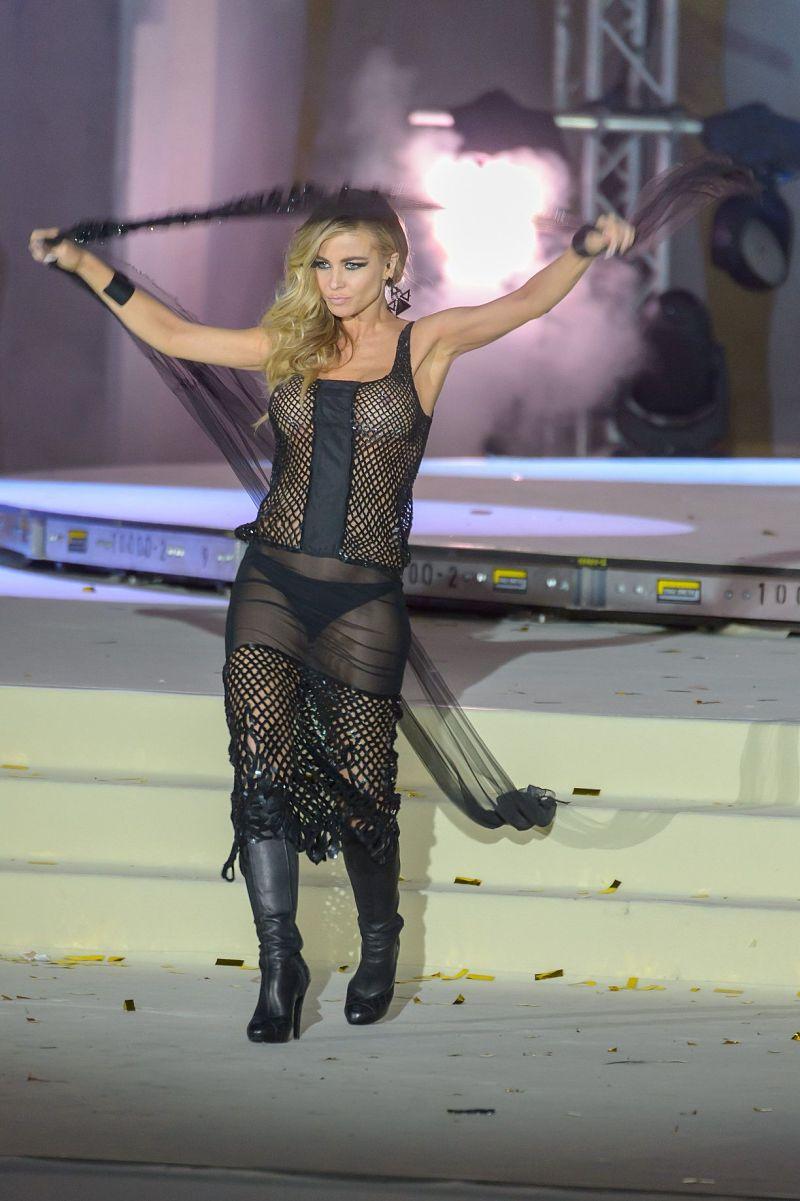 Paparazzi photos of Carmen Electra See Through on stage