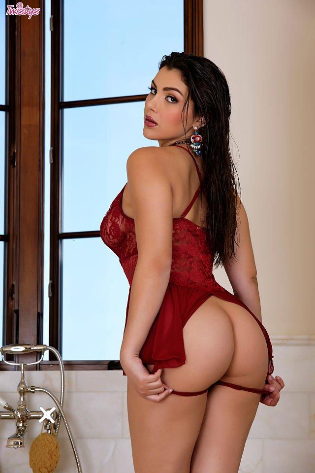 Sexy Valentina Nappi naked ass