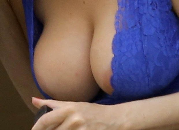 Courtney-Stodden big boobs cleavage close up