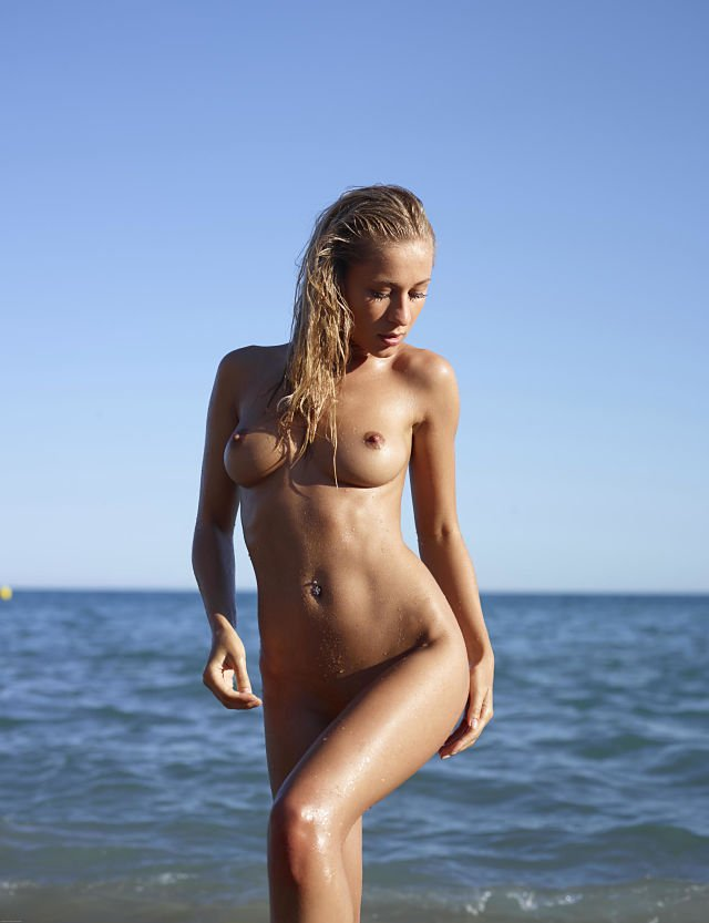 Darina L wet and naked seaside