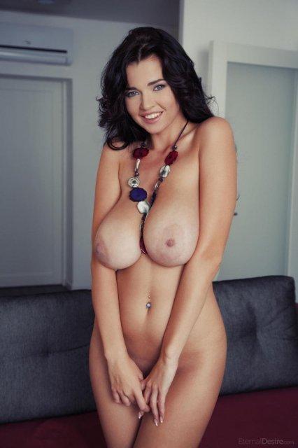 Busty beauty Sha Rizel naked poses