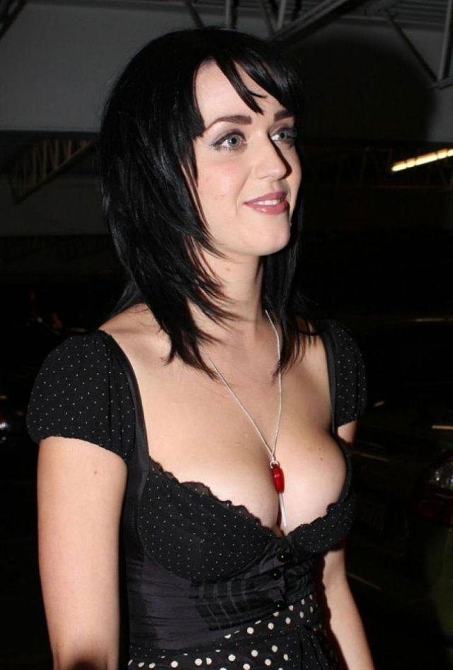 Katy Perry boobs in cleavage