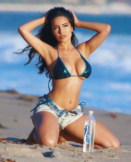 Nasia Jansen hot girl sexy bikini
