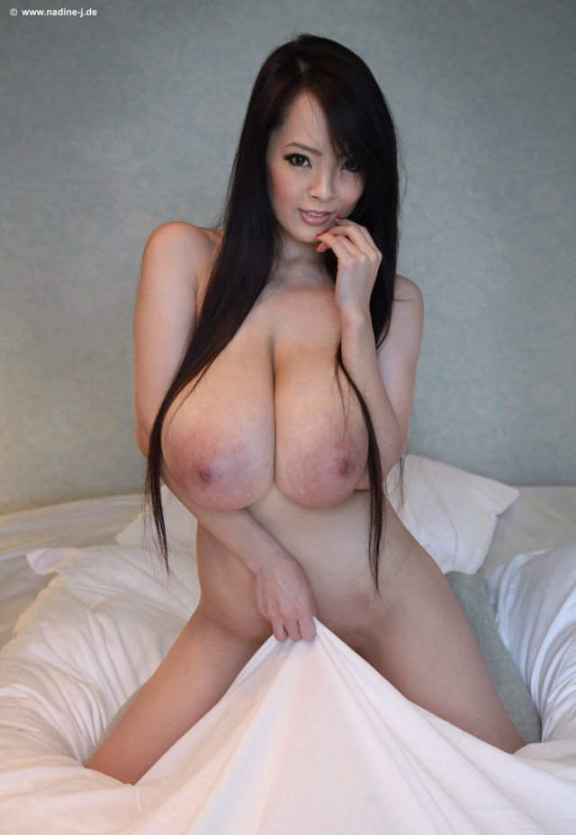 Hitomi Tanaka Naked Pictures 23