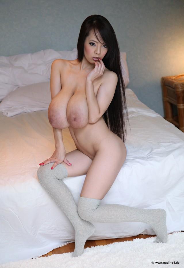 Pics nude hitomi tanaka