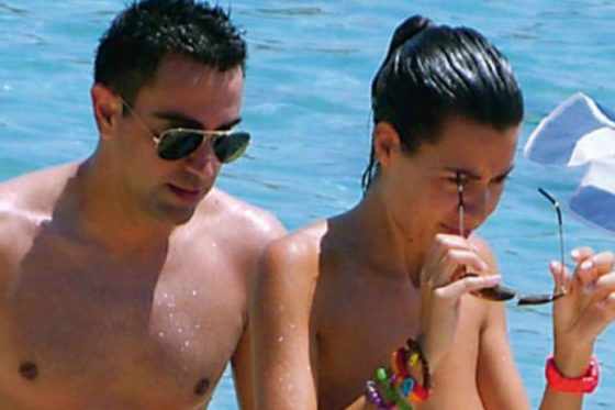 Watch your eyes! Xavi's wife topless nipple poking