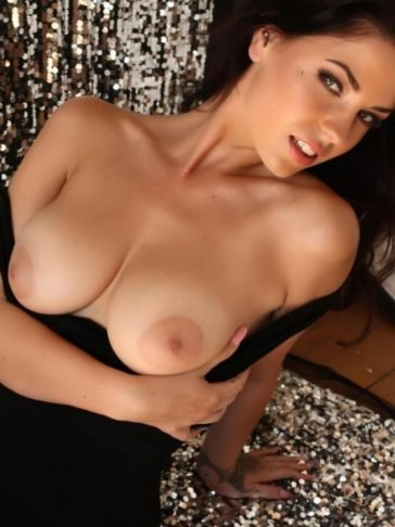 Aemelia Fox tits naked