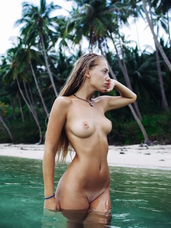 Anna Ioannova-nude