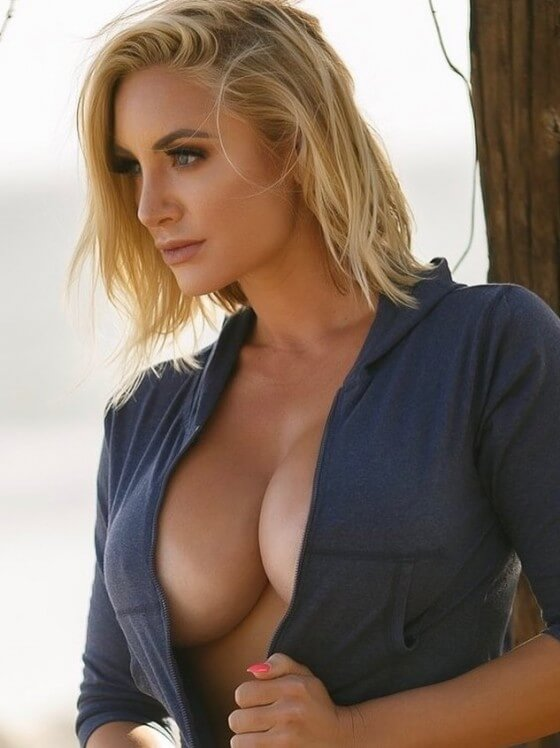 feature-image--busty-fitness-model-Nikki C-sexy-photo