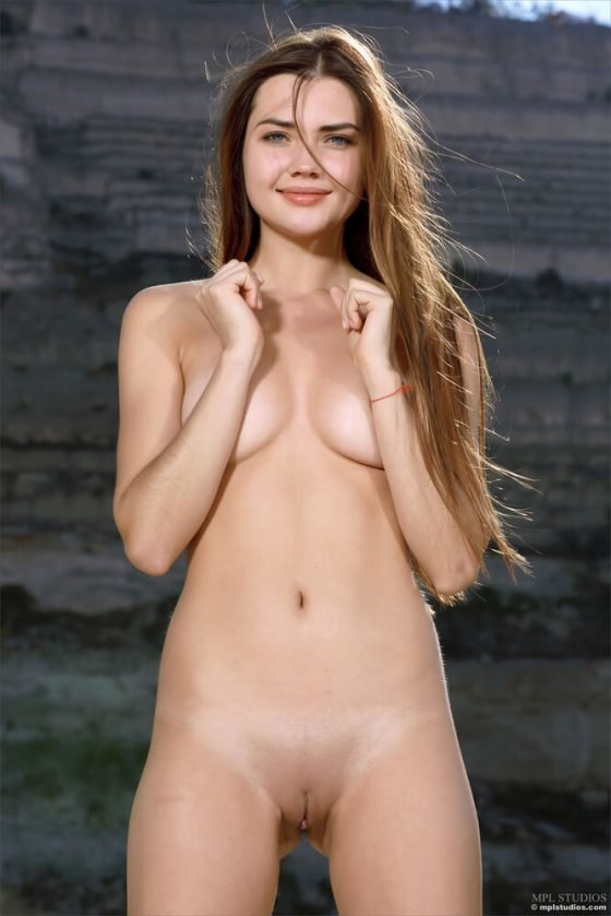 pretty girl nude model pussy tits