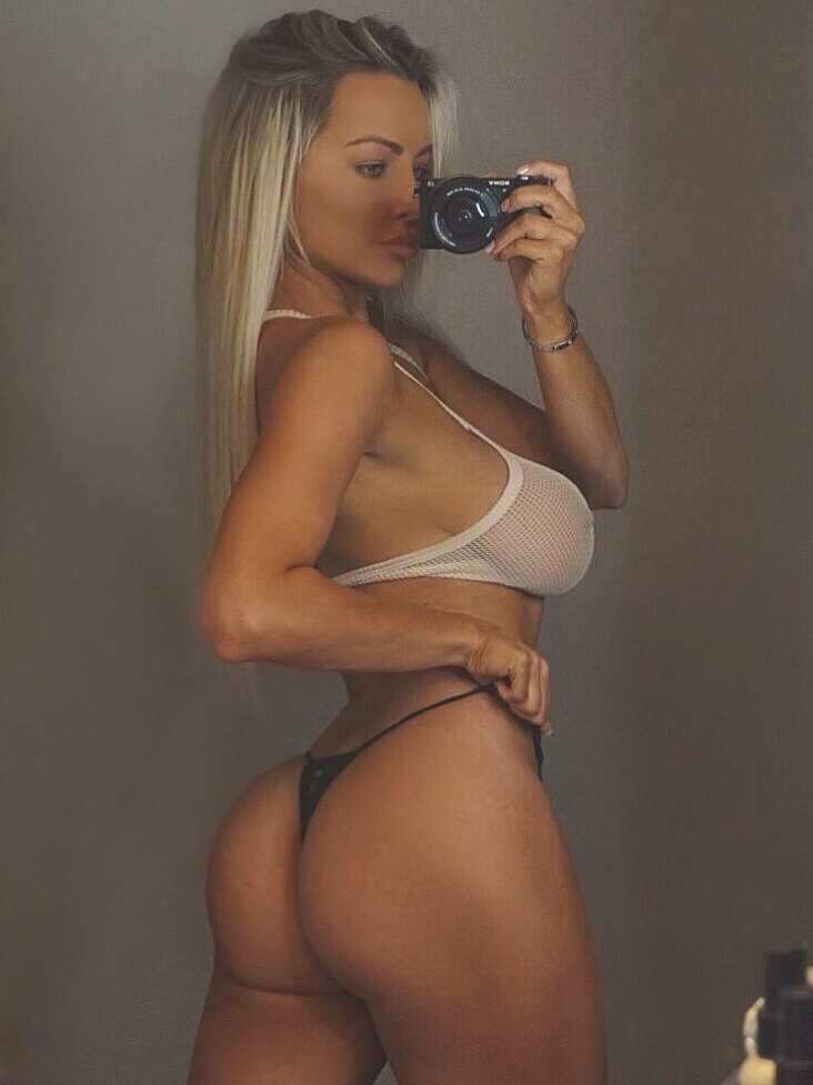 Lindsey Pelas: A butt selfie in a mirror with a digital camera…. so vintage!