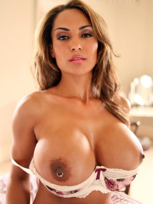 Fernanda Ferrari: Big boobs with big nipples and piercing!