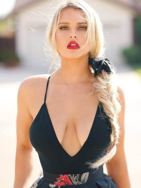 New discovery Kinsey Sue beautiful, sexy and busty (10 photos)