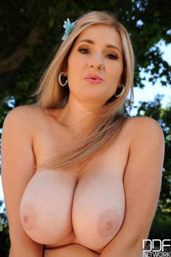 Auddi big boobs naked