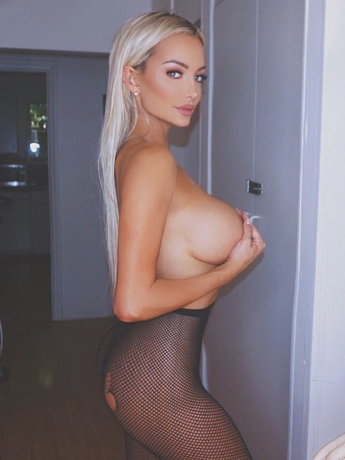 Lindsey Pelas nearly naked