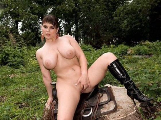 Scoreland babe Kristy Klenot strips naked (big tits video)