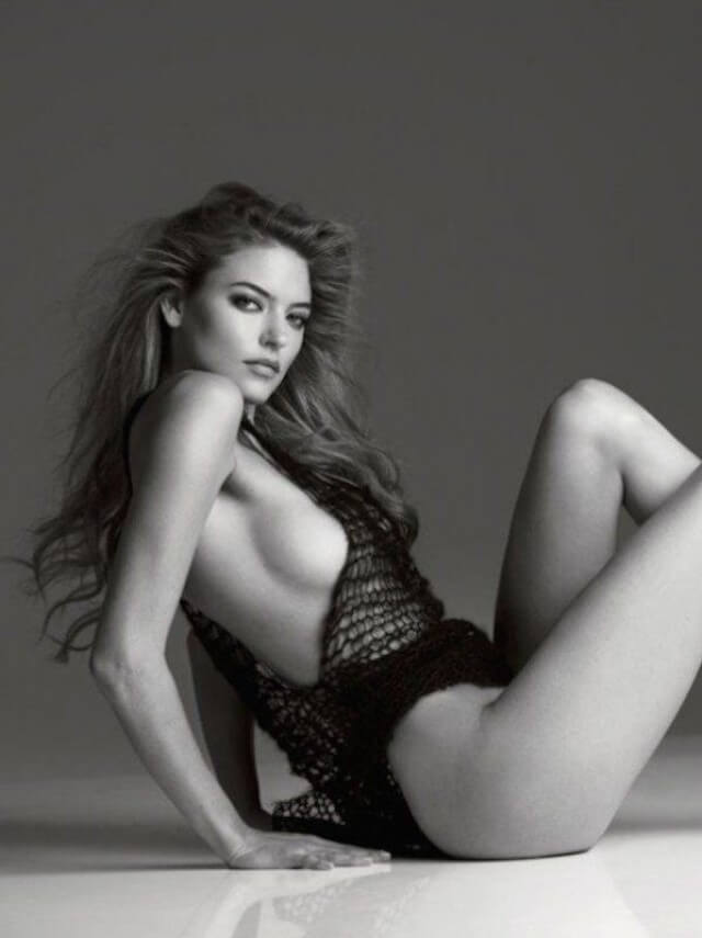 Martha Hunt tit slip