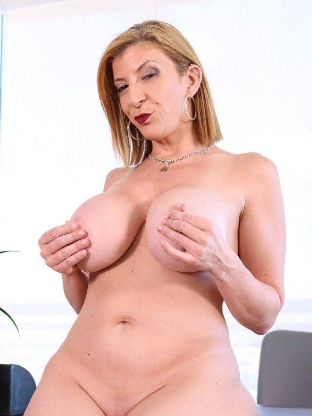 Sara Jay nude