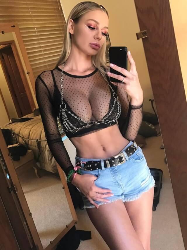 selfie big tits bra and jean shorts